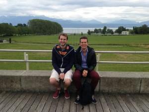 Lorenz (links) und ich auf der Terrasse der Banane