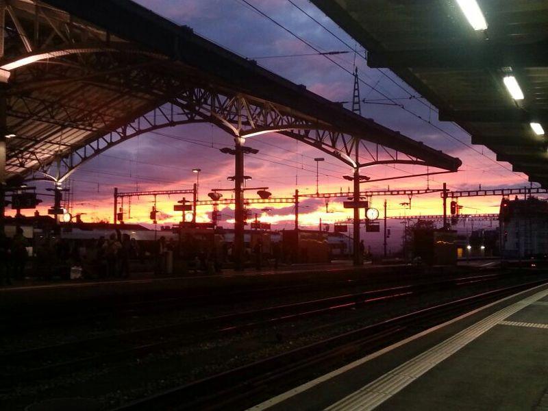 Eindrückliche Abendstimmung im Bahnhof Lausanne
